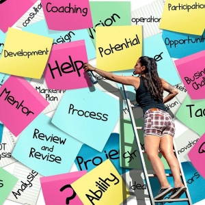 promovare si marketing online - externalizare vs internalizare marketing online - task-uri multe si fluturasi de hartie