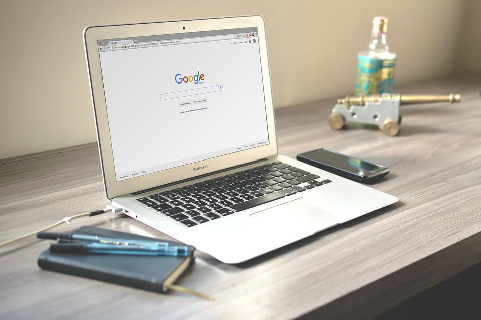 Google testeaza eliminarea panoului Knowledge din SERPs